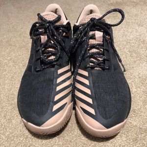 Adidas BARRICADE Tennis Sneaker.  Like New